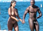 112-thumb-Horny-couple-walking-naked-on-the-sea-shore Horny couple on the beach