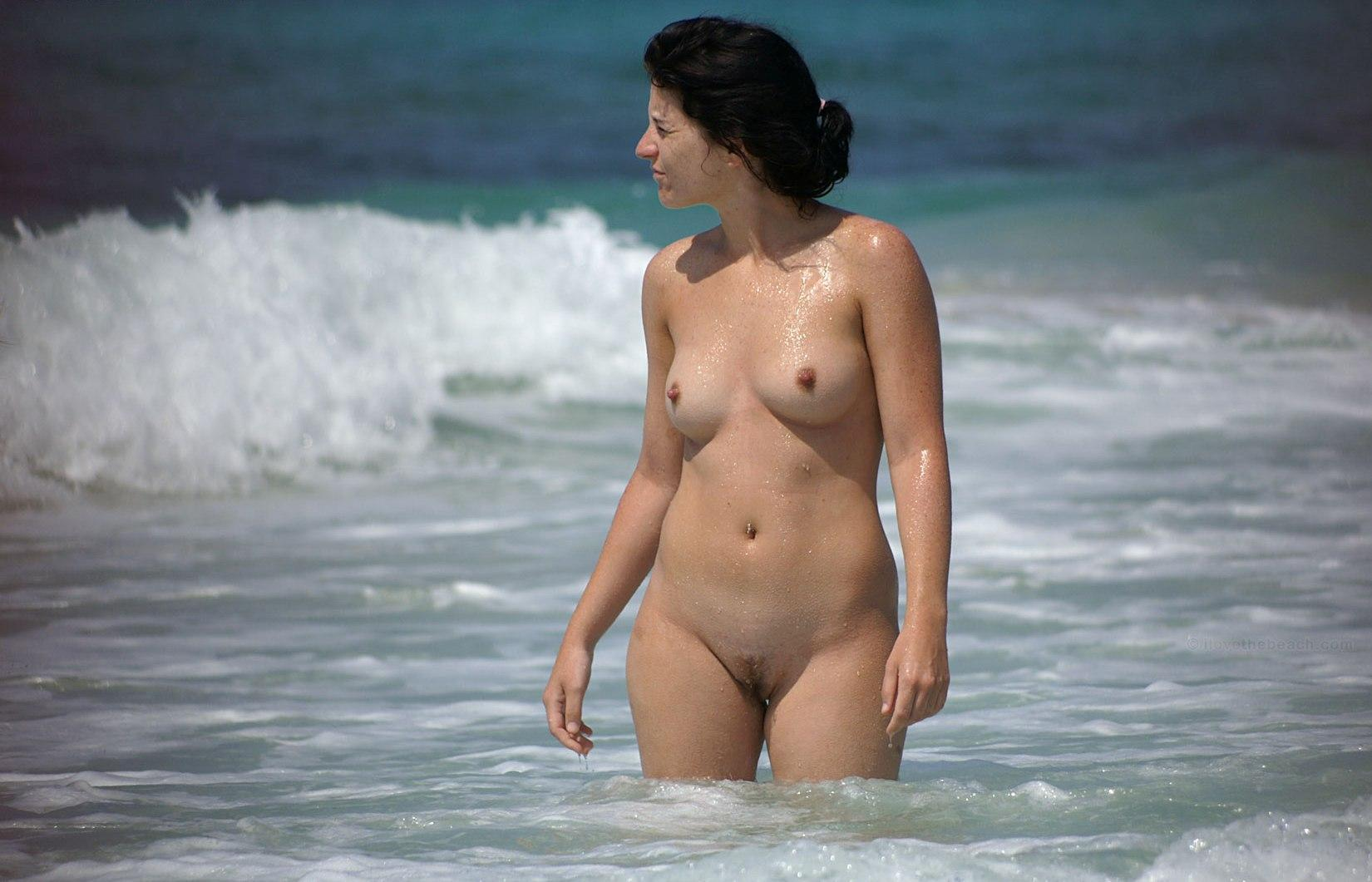 Hot babe in the tremendous ocean waters