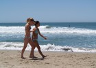 126-thumb-Hot-chicks-walking-on-the-beach Hot beauty caught topless walking on beach