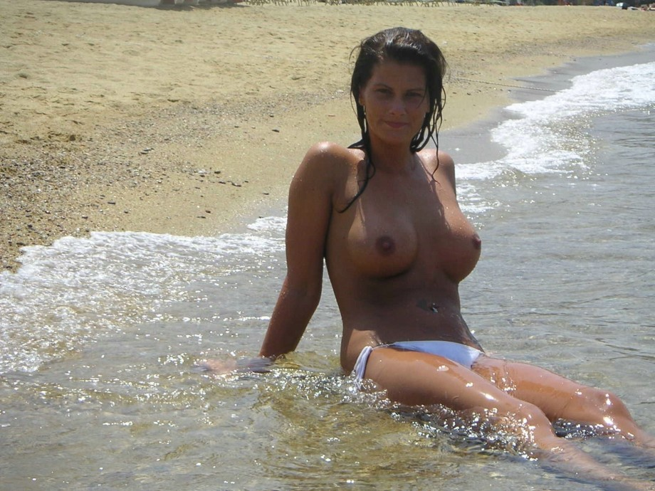 Busty hot chick with round breasts in the water