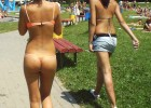 66-thumb-College-girls-caught-naked-walking-in-campus Hot beauty caught topless walking on beach