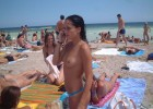 68-thumb-Crowded-beaches-and-topless-girls Beautiful babes topless on the sunny beaches
