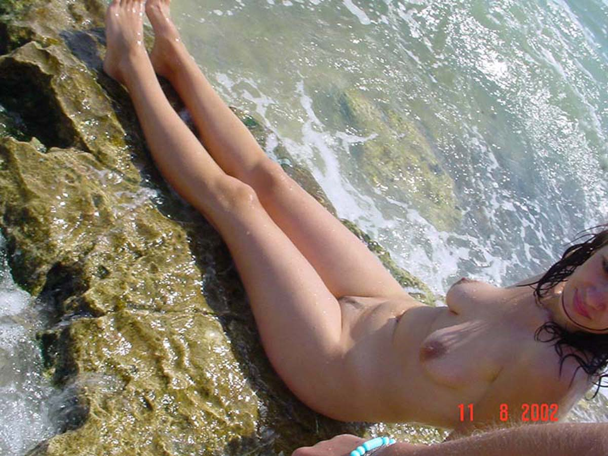 Nude cutie cooling her gorgeous body in the sea water