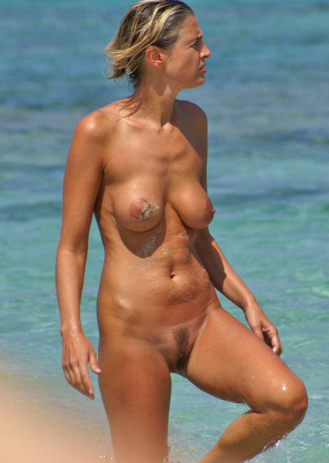 Nude lady showing her appetizing fuzzy muff
