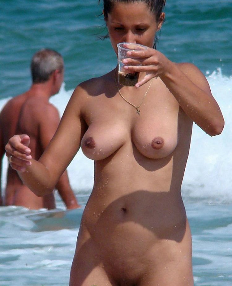 197-Nude-wife-looking-to-the-glass Nude wife looking to the glass