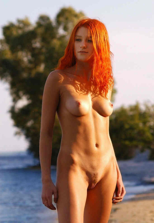 Redhead beauty nude looking gorgeous in the sun light