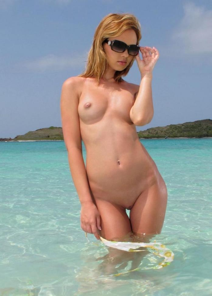 337-Super-sexy-blonde-in-a-sexy-nude-pose-in-the-waves Super sexy blonde in a sexy nude pose in the waves